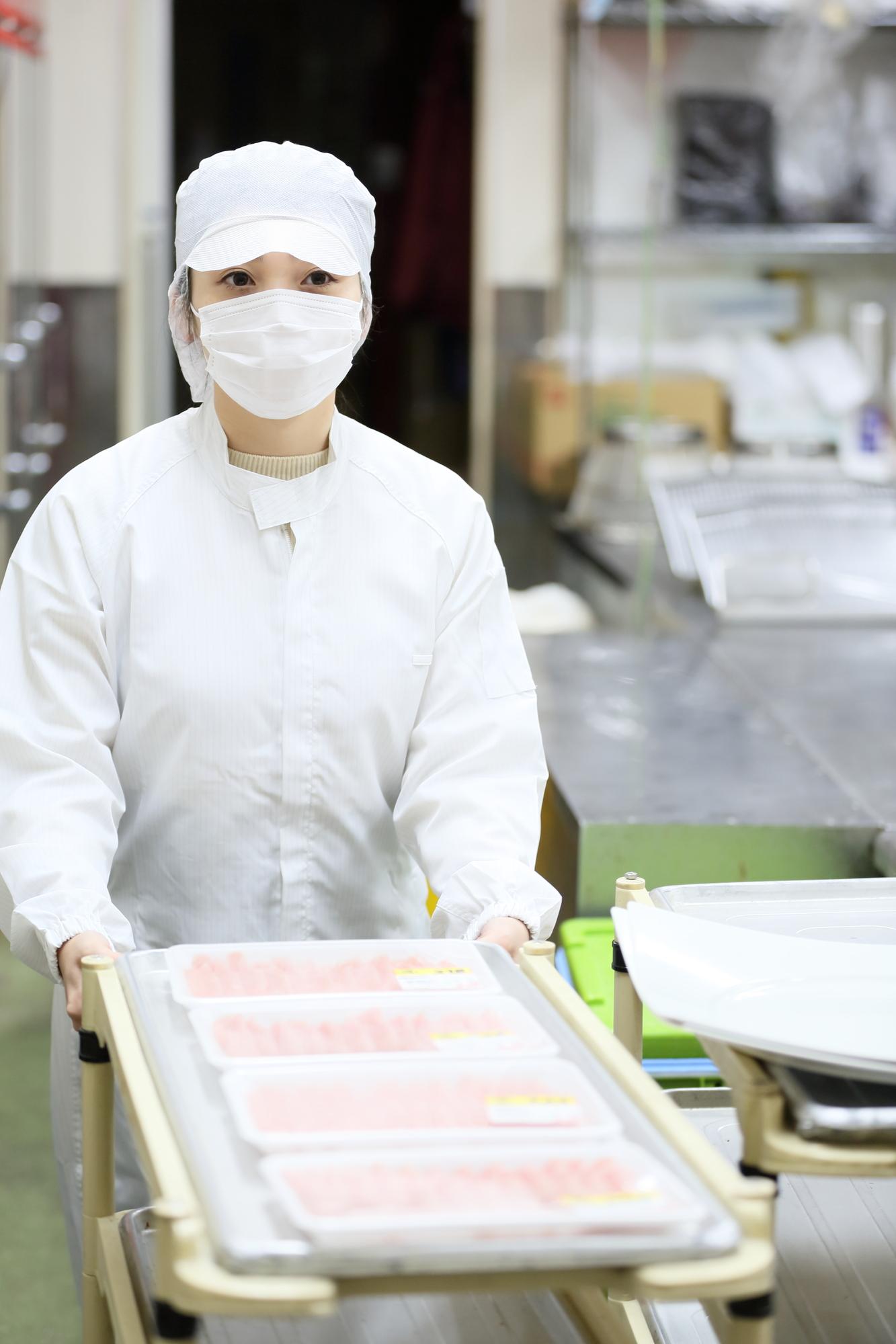 食品工場スタッフ、。➆